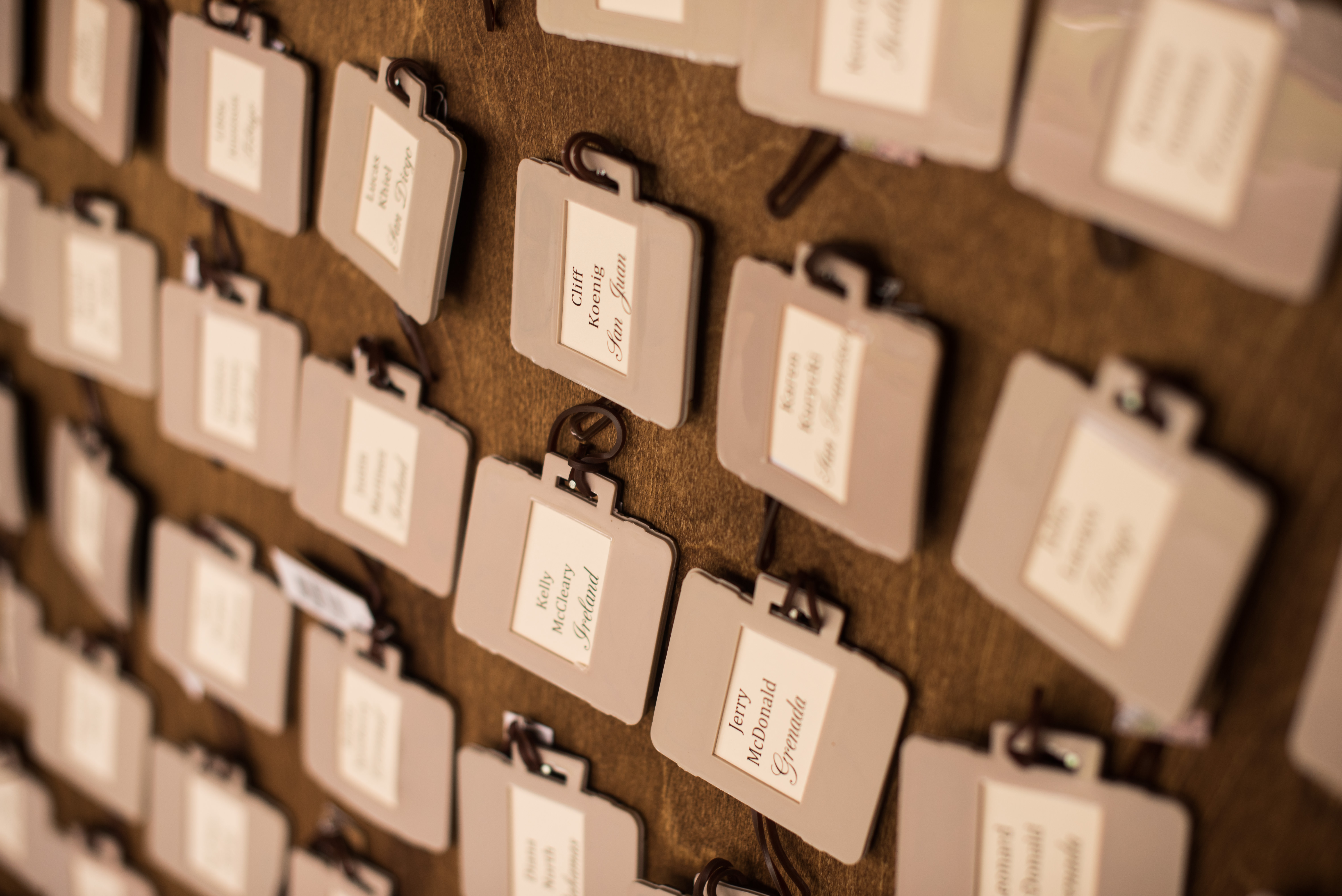 Luggage tags as wedding placecards