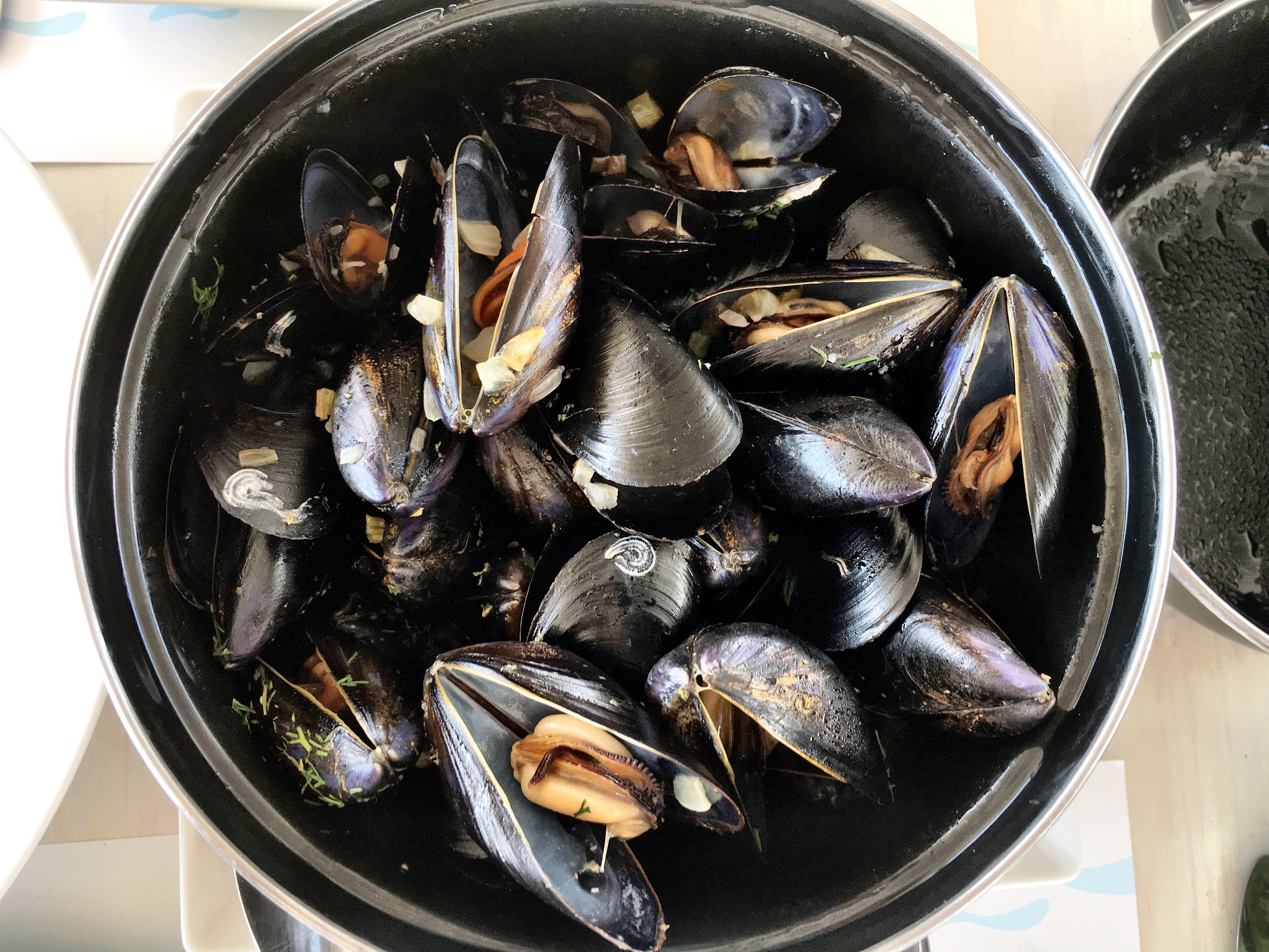 Must Eat in Mykonos: Mussels at Yialo Yialo