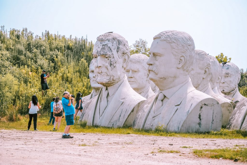 Tours available to see the President Heads statues in Virginia