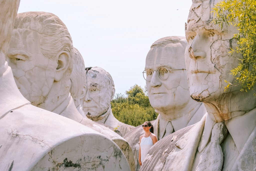 How to see giant Presidents Head statues in Virginia